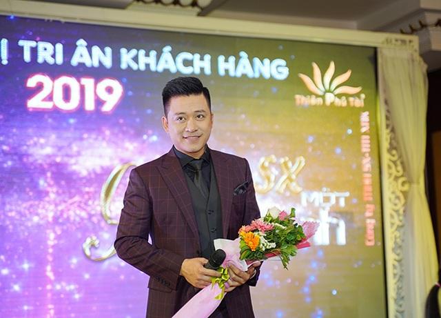 Tuấn Hưng, Lâm Vũ bất ngờ xuất hiện trong Hội nghị tri ân khách hàng của Nhật Việt Cosmectics - 2