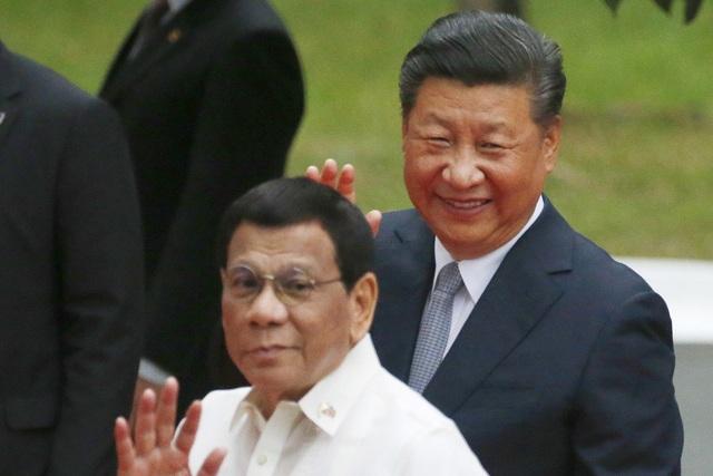 Tổng thống Philippines Rodrigo Duterte và Chủ tịch Trung Quốc Tập Cận Bình tại Manila. (Nguồn: AP)