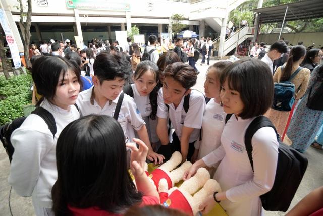 Acer đồng hành tư vấn mùa thi cùng học sinh TP.HCM - 4