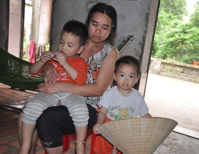 Cuộc sống khốn khổ trong đói rách của hai đứa trẻ không cha, mẹ bị tâm thần - 2