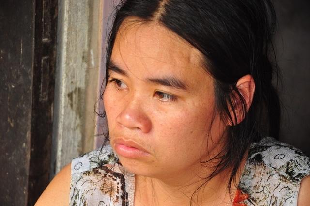 Cuộc sống khốn khổ trong đói rách của hai đứa trẻ không cha, mẹ bị tâm thần - 1