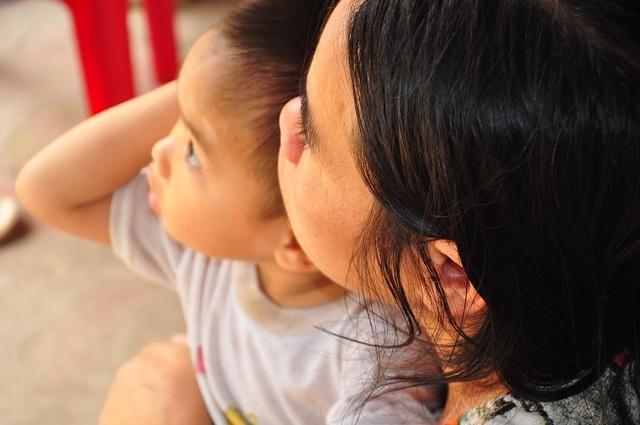 Cuộc sống khốn khổ trong đói rách của hai đứa trẻ không cha, mẹ bị tâm thần - 6