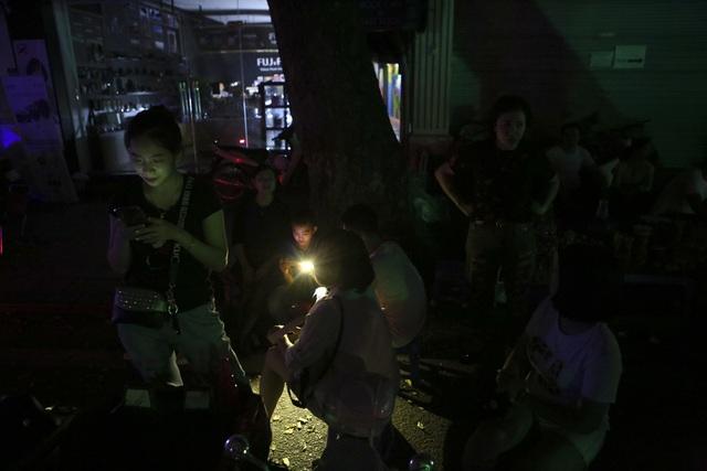 Hồ Gươm trong một giờ tắt đèn - 14
