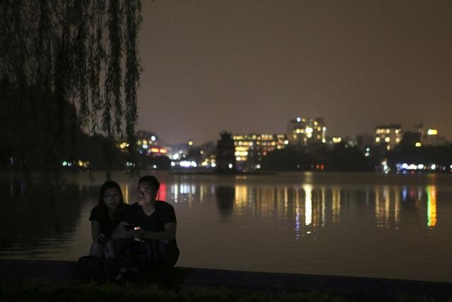 Hồ Gươm trong một giờ tắt đèn - 3