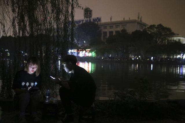 Hồ Gươm trong một giờ tắt đèn - 10