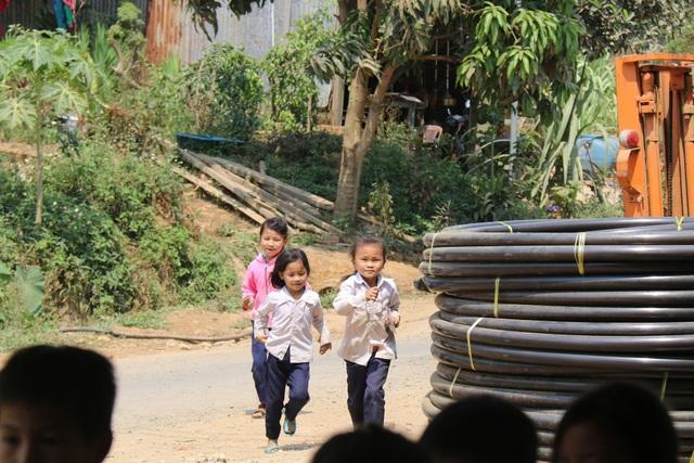 Cô giáo vùng cao xin cơm, xây nhà bán trú cho học trò nghèo - 2