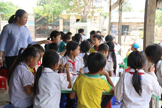 Cô giáo vùng cao xin cơm, xây nhà bán trú cho học trò nghèo - 3