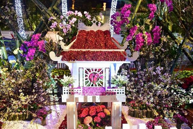 Hàng ngàn cành hoa anh đào khoe sắc bên hồ Hoàn Kiếm - 15