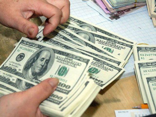 Quấn 80.000 USD quanh người, nữ hành khách Đài Loan bị hải quan tạm giữ tiền - 1