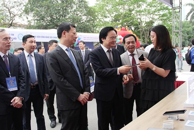 Bộ trưởng GD-ĐT: Nhà trường, doanh nghiệp, Nhà nước cùng phát triển nhân lực chất lượng cao - 1