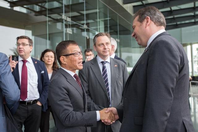 Ủy ban Ngân sách Quốc hội Đức đánh giá cao bước phát triển thần tốc của VinFast  - 1