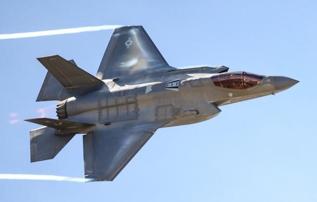 Điểm danh 10 loại vũ khí mạnh mẽ nhất của NATO - 1