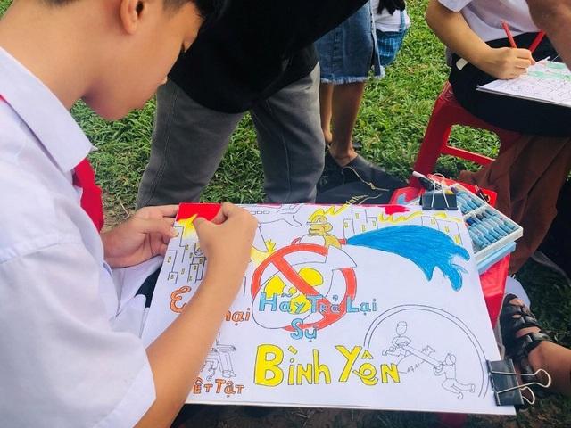 """Hơn 1.000 bạn trẻ diễu hành vì """"Khu đất an toàn"""" không bom mìn - 5"""