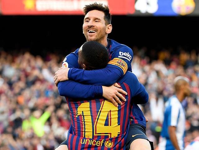 Messi gây sốt với cú sút phạt kiểu panenka