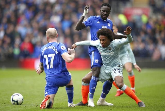 """Cardiff 1-2 Chelsea: Thắng trận nhờ """"bàn thắng ma"""" - 1"""