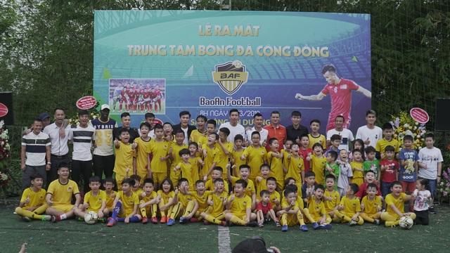 Dàn sao tuyển Việt Nam dự ra mắt trung tâm bóng đá của Mai Tiến Thành