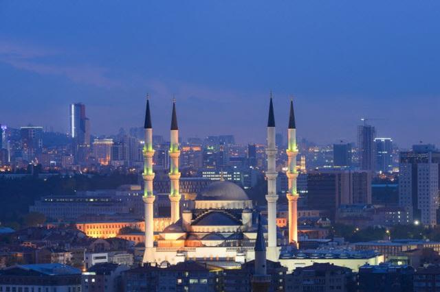 Những thành phố đẹp nhất khi khám phá về đêm - 15