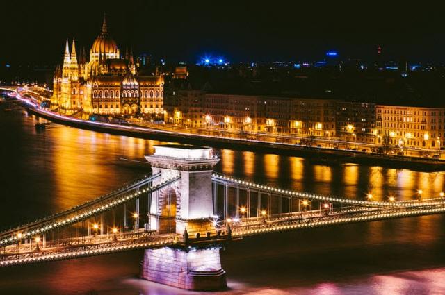 Những thành phố đẹp nhất khi khám phá về đêm - 18