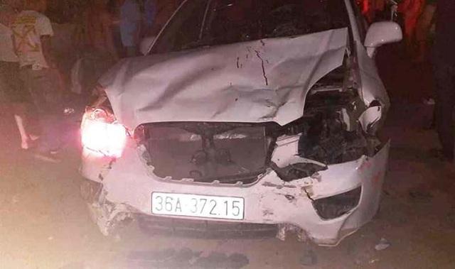 Ô tô 7 chỗ tông hàng loạt xe máy, 1 người chết, 3 người bị thương - 2