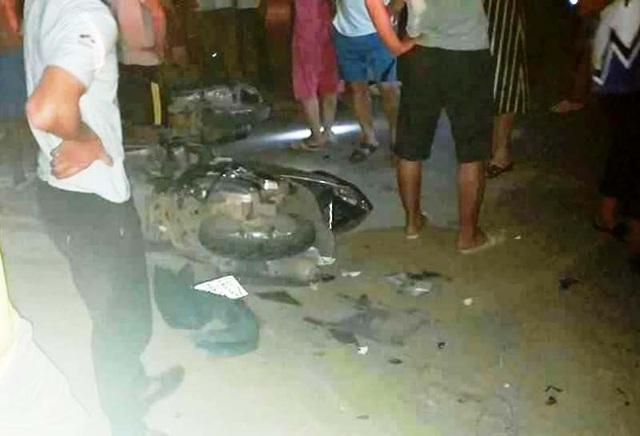 Ô tô 7 chỗ tông hàng loạt xe máy, 1 người chết, 3 người bị thương - 1
