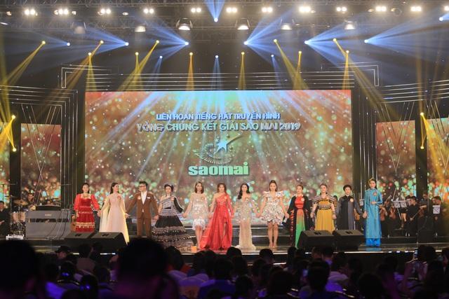 12 thí sinh đêm chung kết 2.JPG