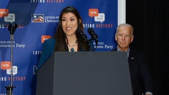 Cựu Phó tổng thống Mỹ Joe Biden bị cáo buộc đụng chạm không đúng mực với phụ nữ - 1