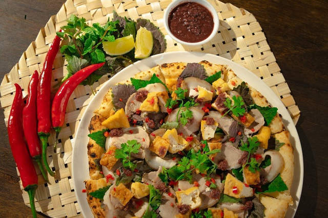 Sởn gai ốc với món pizza đuông dừa bò lổm ngổm tại Hà Nội - 4