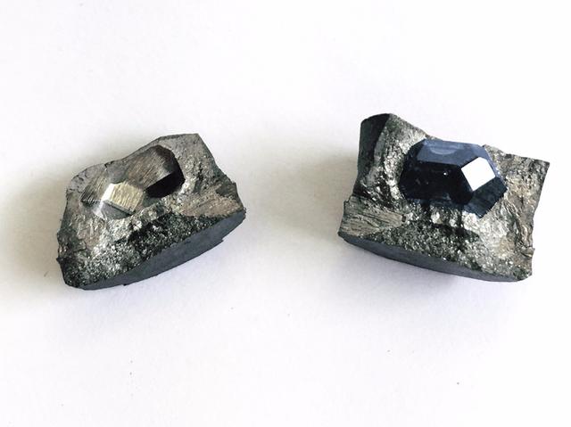 Tạo kim cương từ… tro người đã khuất - 1