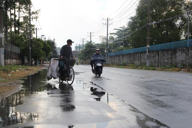 Cơn mưa vàng giải nhiệt cho TPHCM sau đợt nắng nóng gay gắt - 9