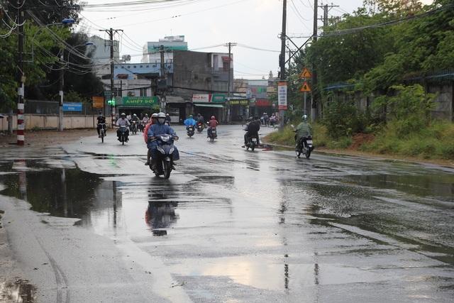 Cơn mưa vàng giải nhiệt cho TPHCM sau đợt nắng nóng gay gắt - 8