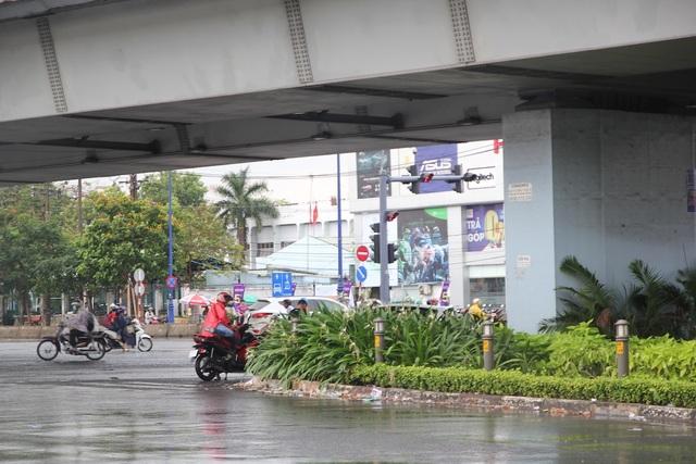 Cơn mưa vàng giải nhiệt cho TPHCM sau đợt nắng nóng gay gắt - 10