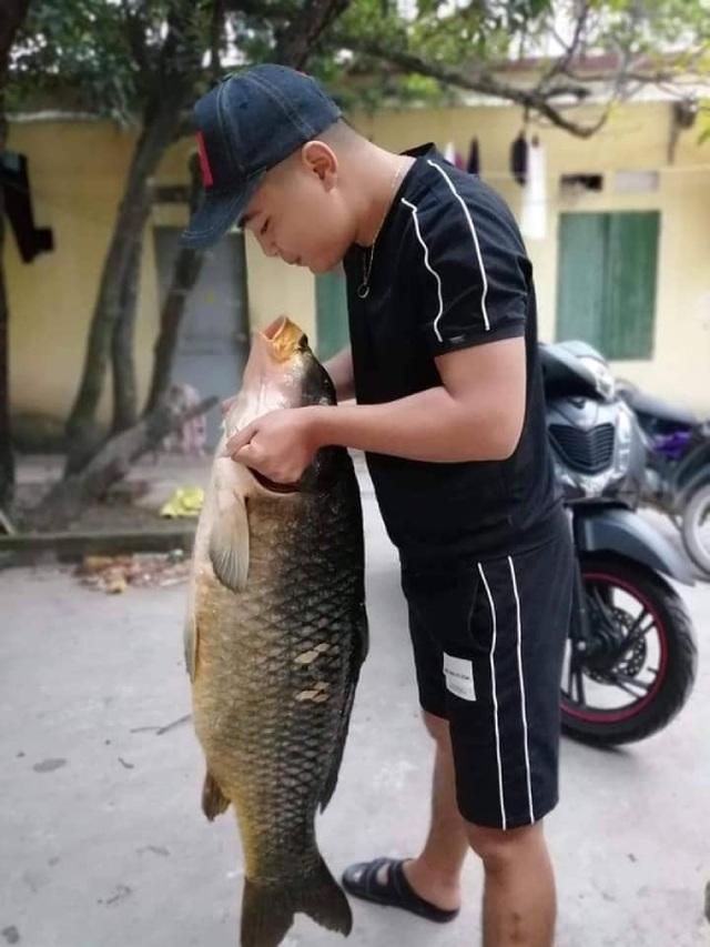 Người Hà thành mạnh tay chi gần chục triệu để mua 1 con cá chép - 4