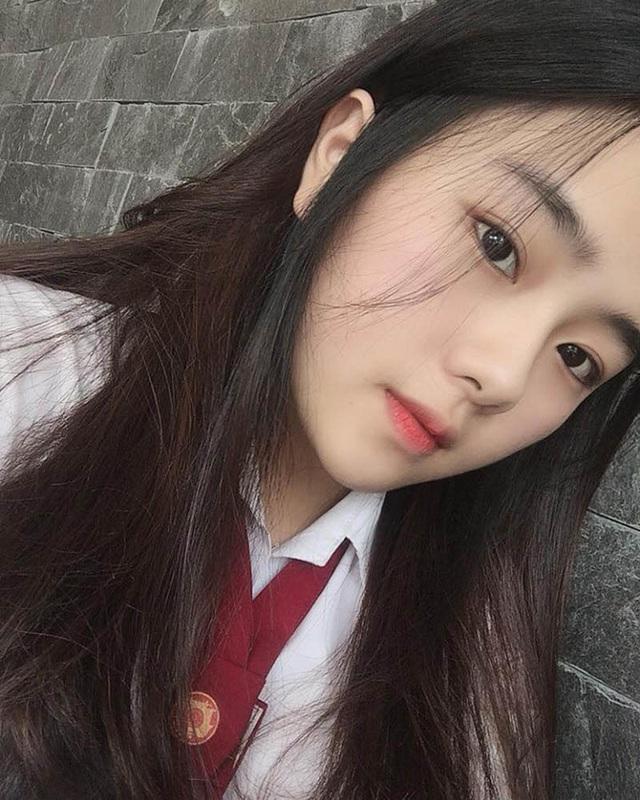 Nữ sinh xứ Huế với góc nghiêng đẹp xuất thần xao xuyến bao trái tim - 1