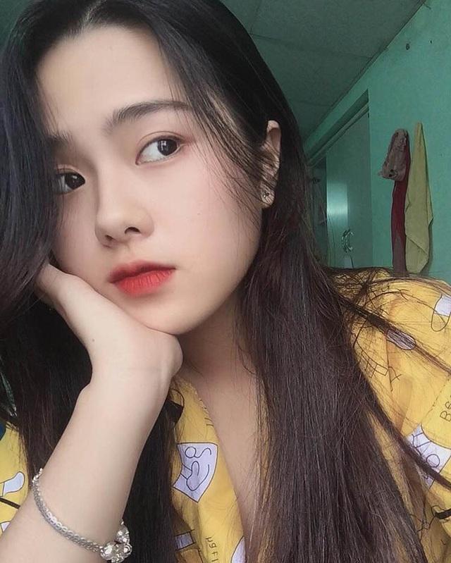 Nữ sinh xứ Huế với góc nghiêng đẹp xuất thần xao xuyến bao trái tim - 5