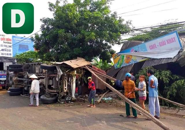 Xe tải đâm vào nhà dân, 4 người thoát chết - 2