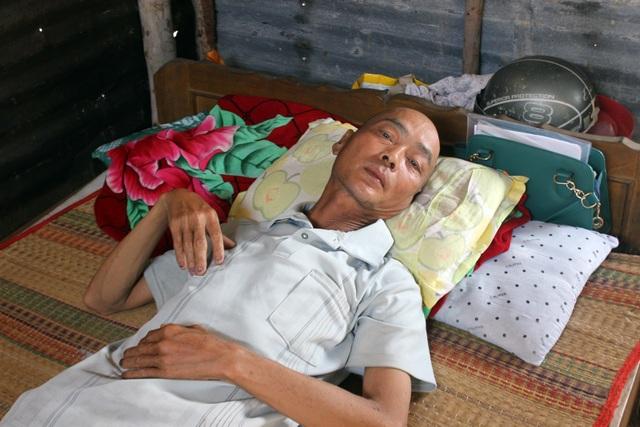 Bị ung thư, người đàn ông phó mặc bệnh tật giày vò ở nhà chờ chết - 4