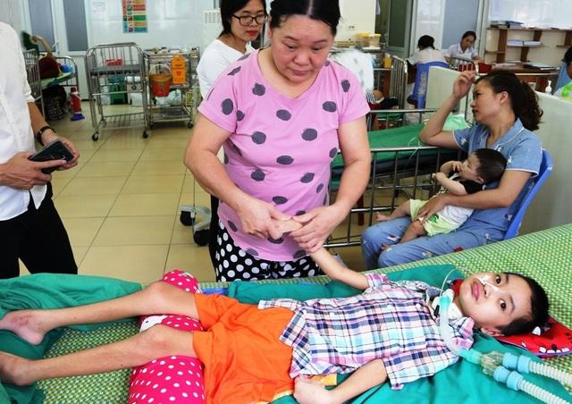 Bé gái bị viêm não Nhật Bản, nguy cơ sống thực vật suốt đời - 2