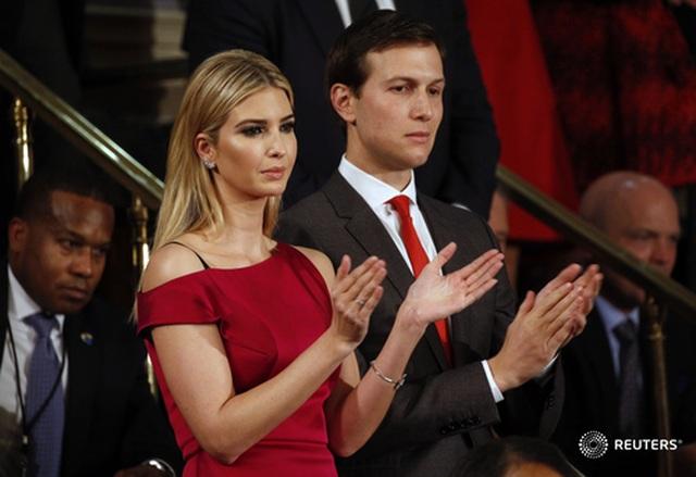"""Nhà Trắng bị """"tố"""" phạm quy vì cấp đặc quyền cho vợ chồng con gái ông Trump - 1"""
