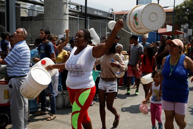 Cơn giận dữ của người Venezuela khi cuộc sống chìm trong bóng tối - 3