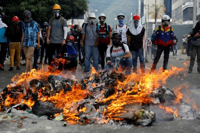 """""""Phao cứu sinh"""" của Venezuela trong cuộc khủng hoảng - 3"""