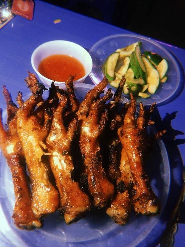 Hàng tấn chân gà, cánh gà đang phân huỷ bốc mùi hôi thối suýt tuồn vào nội địa - 3