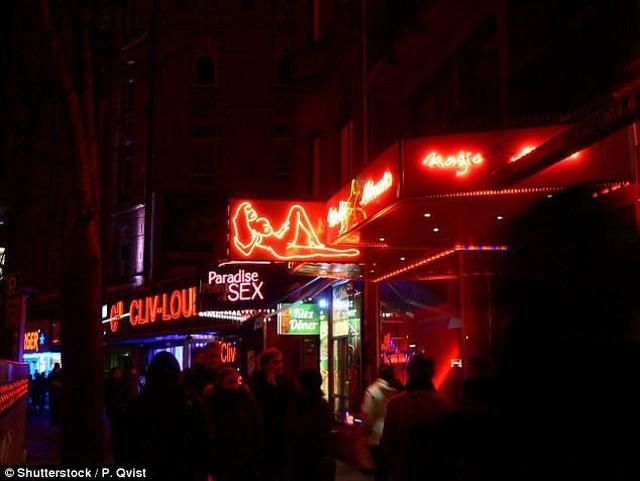 Gái mại dâm Hà Lan bất bình vì lệnh cấm du khách tới phố đèn đỏ - 2