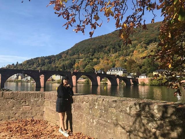9X xinh xắn chia sẻ kinh nghiệm du học châu Âu: Có nên mang mì tôm, nồi cơm điện? - 4