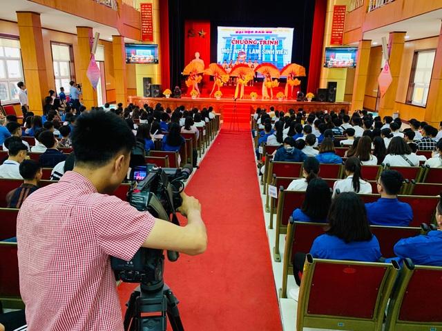 300 học sinh trải nghiệm một ngày làm sinh viên tại ĐH Sao Đỏ - 2