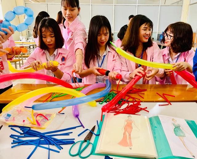 300 học sinh trải nghiệm một ngày làm sinh viên tại ĐH Sao Đỏ - 5