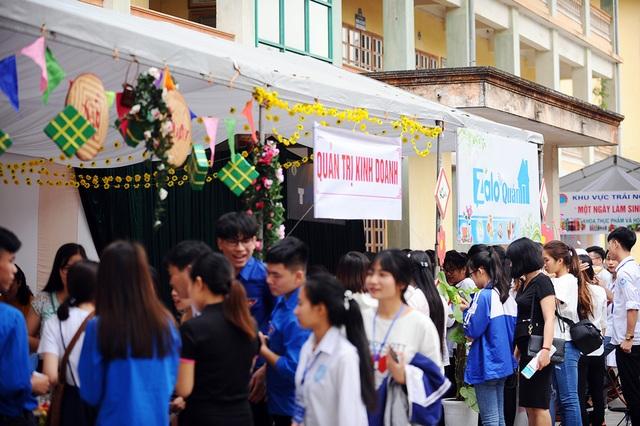 300 học sinh trải nghiệm một ngày làm sinh viên tại ĐH Sao Đỏ - 6