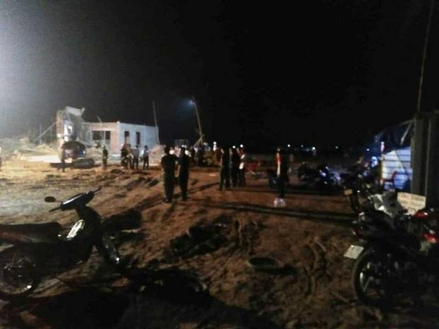 Sập giàn giáo đang thi công, 1 người tử vong, 7 người bị thương - 2