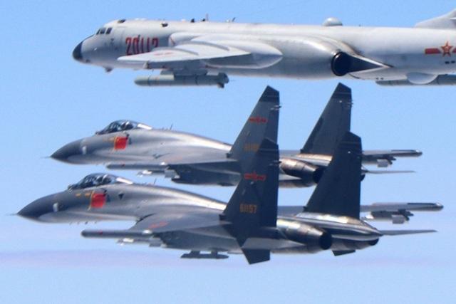 """Lãnh đạo Đài Loan ra lệnh """"truy đuổi quyết liệt"""" máy bay Trung Quốc xâm phạm - 1"""