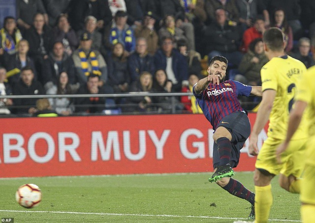 Villarreal 4-4 Barcelona: Messi, Suarez ghi bàn ở phút bù giờ - 13