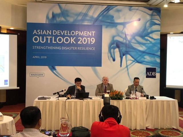 Tăng trưởng kinh tế Việt Nam 2019 giảm vẫn thuộc hàng cao nhất khu vực - 1